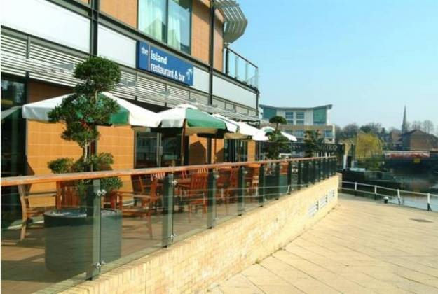 Island Restaurant at Holiday Inn, Brentford